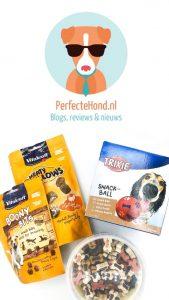 Logo PerfecteHond.nl - 2 zakjes hondenkoekjes, 1 snackbal en een beker met kleine traktatiesnoepjes.